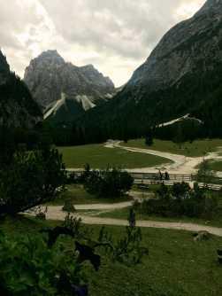 091_View_Dreischusterhütte_Dolomiten